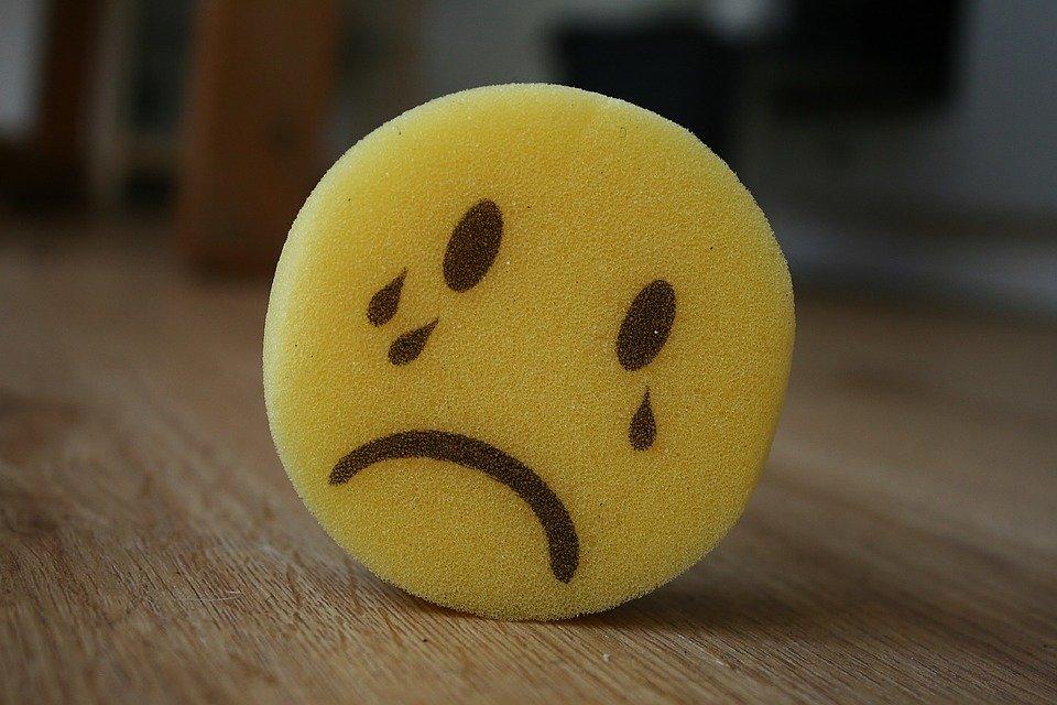 スポンジの泣き顔